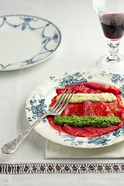 Carpaccio di Manzo con Pesto di Rucola e Crema di Parmigiano - Beef Carpaccio with Rocket Pesto and Parmesan Cream