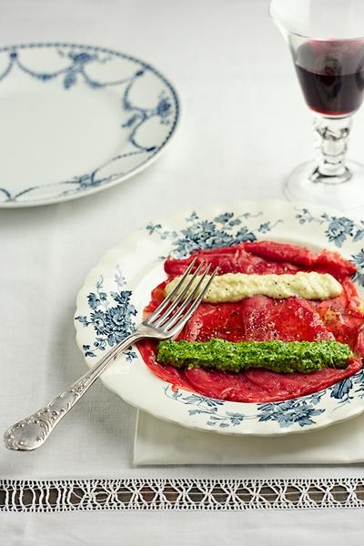 Carpaccio di Manzo con Pesto di Rucola e Crema di Parmigiano - Beef Carpaccio with Rocket Pesto and Parmesan Cream