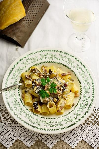 Rigatoni alle Melanzane Rigatoni Pasta with Aubergine Sauce